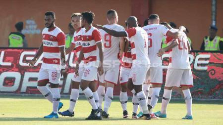 Selebrasi para pemain Madura United atas gol yang dicetak Beto Goncalves - INDOSPORT
