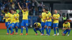 Indosport - Aksi selebrasi timnas Brasil lolos ke semifinal Copa America usai taklukan Paraguay lewat adu penalti.