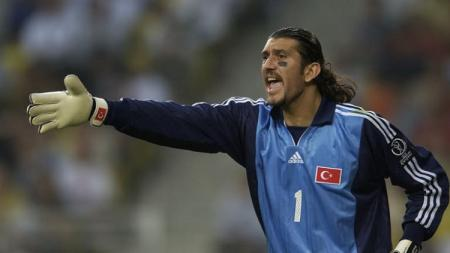 Kiper legendaris Turki, Rustu Recber. - INDOSPORT