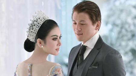 Reino Barrack dan Syahrini dalam pesta pernikahan mereka - INDOSPORT