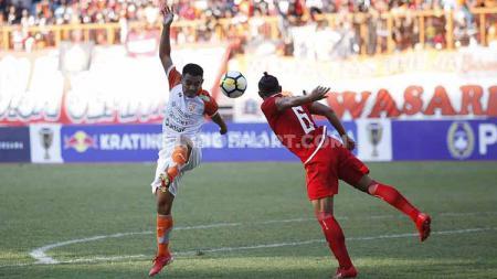 Suasana pertandingan Persija Jakarta vs Borneo FC di Stadion Wibawa Mukti, Cikarang, Sabtu (29/06/19). Foto: Herry Ibrahim/INDOSPORT - INDOSPORT