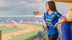 Indosport - Istri Kim Kurniawan, Elisabeth Novia Kurniawan beberapa waktu terakhir gemar mengunggah video dirinya ketika menggunakan aplikasi TikTok.