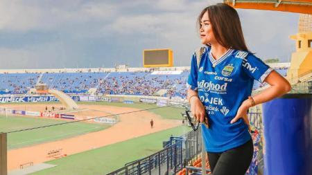 Elisabeth Novia Makalew, kekasih gelandang Persib Bandung Kim Jeffrey Kurniawan - INDOSPORT