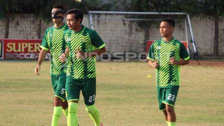 Hansamu Yama dan Otavio Dutra digadang bisa bermain untuk Persebaya Surabaya saat menantang Persipura Jayapura dalam Shopee Liga 1 2019. - INDOSPORT