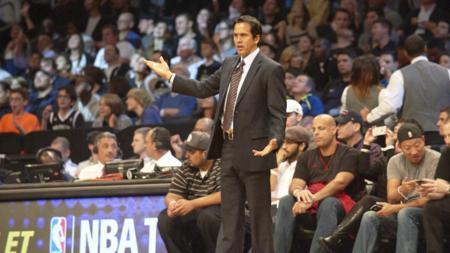Pelatih Miami Heat, Erik Spoelstra mengungkapkan rahasia di balik kesuksesan timnya unggul agregat 2-0 dari Boston Celtics di final Wilayah Timur NBA. - INDOSPORT