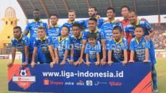 Indosport - Starting eleven Persib Bandung menghadapi Bhayangkara FC pada laga kandang Liga 1 2019 di Stadion Si Jalak Harupat, Kabupaten Bandung, Minggu (30/06/2019). Foto: Arif Rahman/INDOSPORT