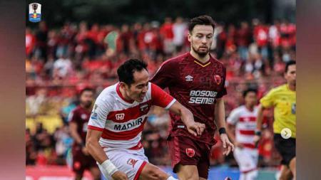 Pemain PSM Makassar, Wiljan Pluim pada laga Kratingdaeng Piala Indonesia, Minggu (30/06/2019). Foto: Instagram@maduraunited.fc - INDOSPORT