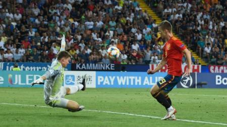 Wonderkid Spanyol, Dani Olmo, siap tinggalkan Dinamo Zagreb dan menggoda 3 klub papan atas yakni Barcelona, Chelsea, Tottenham Hotspur untuk memboyongnya - INDOSPORT