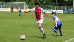 Indosport - Timnas Indonesia U-19 memiliki opsi pemain Eropa lainnya setelah bek Ajax U-17 Tristan Gooijer (kiri) secara tak langsung menolak gabung bersama Bagus Kahfi dkk.