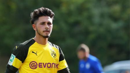 Pemain muda Borussia Dortmund, Dario Scuderi, harus pensiun dini akibat cedera horor. - INDOSPORT