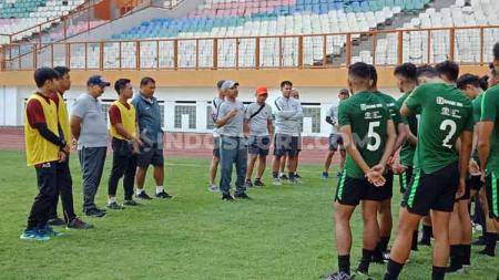 Suasana pemusatan latihan (training center) Timnas Indonesia U-19 di Stadion Wibawa Mukti, Cikarang pada Senin (01/07/19). - INDOSPORT