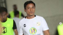 Indosport - Kepala pelatih Barito Putera Yunan Helmi saat memimpin latihan.
