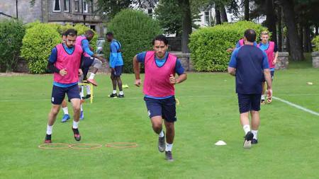 Ezra Walian latihan bersama Tranmere Rovers - INDOSPORT