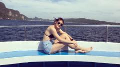 Indosport - Pemain timnas basket putri Thailand, Supavadee Kunchuan saat berlibur di atas kapal