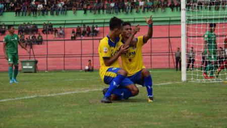 Aksi selebrasi Teja Ridwan usai mencetak gol ke gawang PSMS Medan. - INDOSPORT
