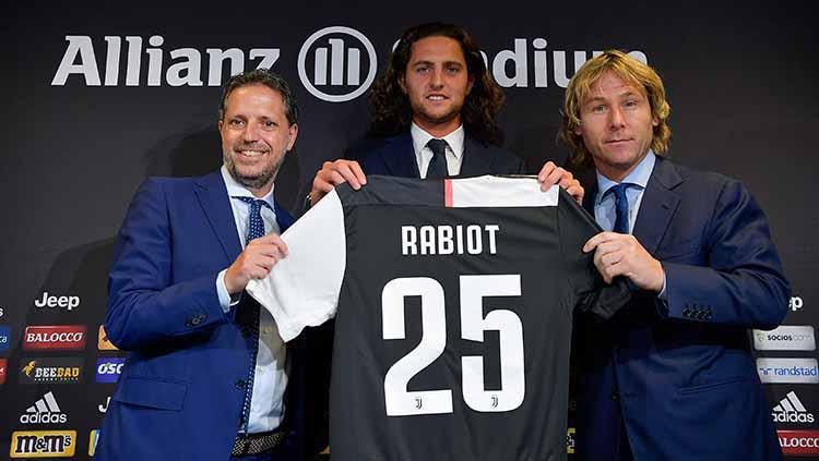 Adrien Rabiot saat diperkenalkan kepada awak media Copyright: Daniele Badolato - Juventus FC/Juventus FC via Getty Images