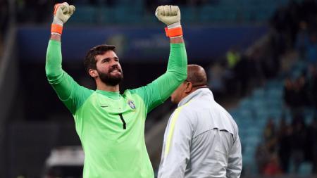 Alisson Becker saat memperkuat Timnas Brasil di Copa America 2019. - INDOSPORT
