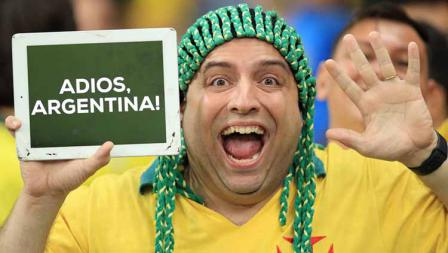 Fan Brasil dengan tulisan