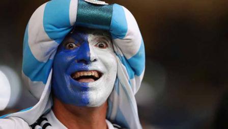 Salah satu suporter yang wajahnya berbendera Argentina pada laga semifinal Copa America di Mineirao Stadium, Rabu (03/07/19). Bruna Prado/Getty Images