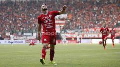 Indosport - Aksi selebrasi Marko Simic ke gawang PSS Sleman.