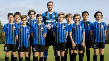 Inter Milan harus kehilangan salah satu pilarnya, Diego Godin, yang baru saja bergabung dari Atletico Madrid pada bursa transfer musim panas ini akibat cedera - INDOSPORT