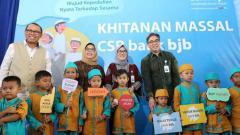 Indosport - 200 anak ikuti khitanan massal bank bjb