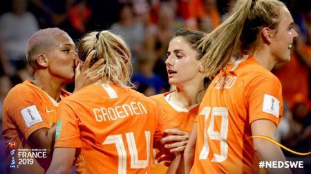 Timnas Wanita Belanda merayakan gol yang dicetak ke gawang Swedia dalam laga semifinal Piala Dunia Wanita, Kamis (04/07/19) dini hari WIB. - INDOSPORT