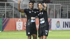 Indosport - Selebrasi Ciro Alves di laga Liga 1 kontra Bhayangkara FC.