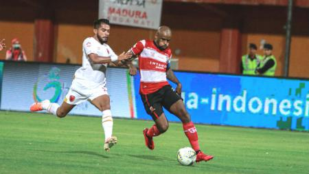 Pada 4 Juli 2019 lalu, kegagalan Marc Klok mengeksekusi penalti menjadi awal rangkaian hasil tandang minor klub Liga 1 PSM Makassar di era Darije Kalezic. - INDOSPORT