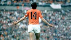 Indosport - Tiru Legenda Barcelona, Johan Cruyff, kiper KRC Genk malah lakukan blunder fatal kala menjamu Napoli di Liga Champions 2019-2020, Rabu (11/12/19).