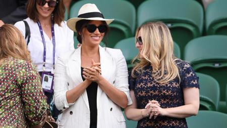 Meghan Markle nonton Serena Williams berlaga di Wimbledon (Photo by Laurence Griffiths/Getty Images) - INDOSPORT