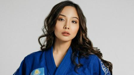 Selalu memamerkan pose cantik dan seksi di Instagram, ternyata wanita bernama Aigerim Abilkadirova merupakan atlet judo profesional. - INDOSPORT