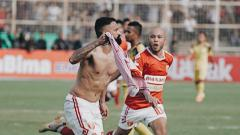 Indosport - Francisco Torres merayakan gol pada laga Badak Lampung FC vs Barito Putera di Liga 1 2019, Jumat (05/07/19).