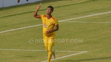 Usai menang di pekan keempat Liga 2 melawan PSCS Cilacap, salah satu pemain Sriwijaya FC lakukan selebrasi unik. - INDOSPORT