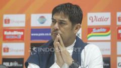 Indosport - Pelatih Persela Lamongan, Nilmaizar, dalam jumpa pers usai laga Liga 1 2019.
