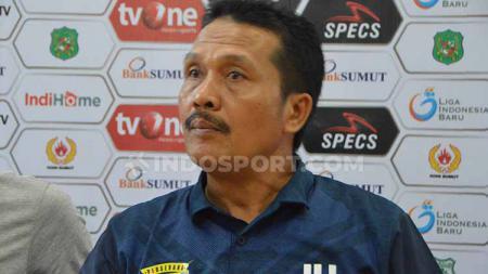 Pelatih Perserang Serang Jaya Hartono. (Aldi Aulia Anwar/INDOSPORT) - INDOSPORT