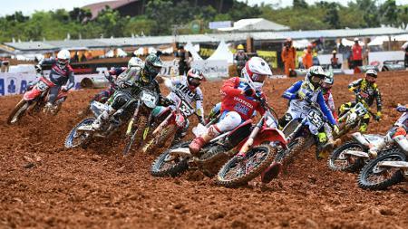 Aksi para pembalap saat di MXGP Palembang 2019 - INDOSPORT