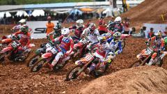 Indosport - Aksi para pembalap saat di MXGP Palembang 2019
