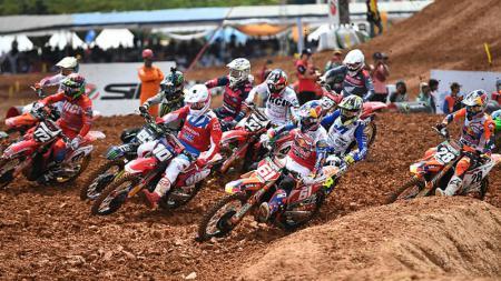 Aksi para pembalap di MXGP Palembang 2019. - INDOSPORT