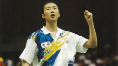 Indosport - Legenda bulutangkis China, Ye Zhaoying saat melakukan selebrasi di atas lapangan ketika masih aktif bermain.
