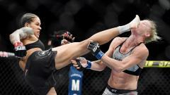 Indosport - Petarung Mixed Martial Arts (MMA) wanita, Amanda Nunes berhasil membuat lawannya, Holly Holm Knock Out (KO) dengan satu tendangan head kick.