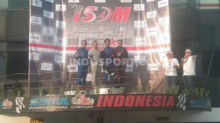 Pembalap Ibnu Ambara menutup perhelatan Indonesia Sentul Series of Motorsport (ISSOM) serie kedua dengan meraih podium ketiga. - INDOSPORT