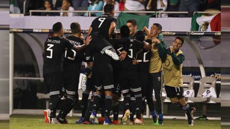 Para pemain Meksiko saat merayakan gol kemenangan - INDOSPORT