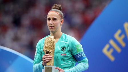 Sari van Veenendaal mendapat penghargaan sarung tangan emas sebagai kiper tebaik di Piala Dunia Wanita 2019 (07/07/19). Marc Atkins / Getty Images