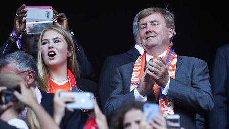 Amalia van Oranje dan Raja Belanda Willem Alexander menyaksikan pertandingan final Piala Dunia Wanita FIFA 2019 Prancis antara Amerika Serikat dan Belanda di Stade de Lyon (07/07/19). Zhizhao Wu/Getty Images
