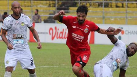 Mario Barcia dan Jose Sardon, dua pemain asal Argentina resmi mengakhiri kerja sama dengan tim Semen Padang FC. - INDOSPORT