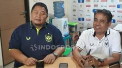 Indosport - General Manager PSIS, Wahyu Winarto (biru). Pihaknya mengaku sudah mendapatkan surat dari PT LIB terkait acara manager meeting.