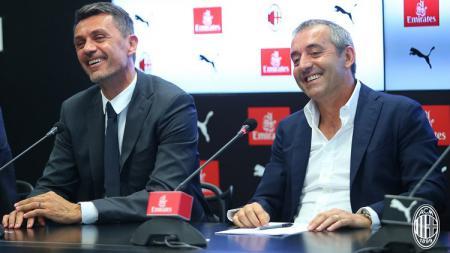 Marco Giampaolo (kanan) dan Paolo Maldini dalam konferensi pers di Milan, Senin (08/07/19). - INDOSPORT