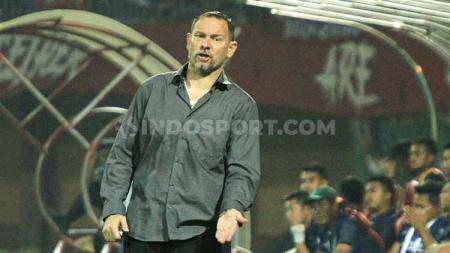 Pelatih Madura united, Dejan Antonic. Foto: Ian Setiawan/INDOSPORT - INDOSPORT