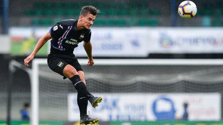 Leicester City kabarnya sudah berada dalam posisi unggul dari AC Milan dalam perebutan pemain Sampdoria, Dennis Praet. - INDOSPORT